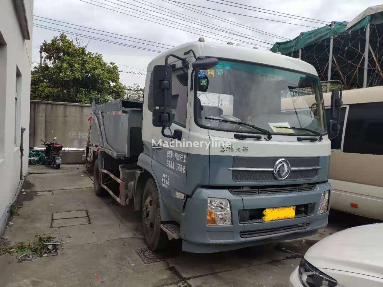 самосвал DONGFENG Multifunctional Dongfeng Garbage Truck 4x2 low price sale